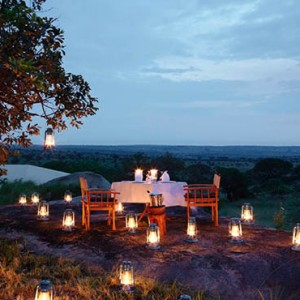 open-air-dining-serengeti-bushtops-luxury-tanzania-holiday-packages