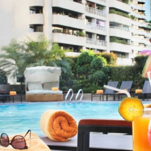 pool-cocktails-rembrandt-hotel-bangkok-luxury-bangkok-holiday-packages