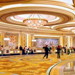 caesars-palace-las-vegas-holiday-lobby