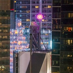 the-hilton-times-square-new-york-holidays-balldrop