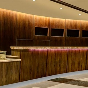 the-hilton-times-square-new-york-holidays-front-desk