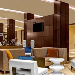 the-hilton-times-square-new-york-holidays-lobby