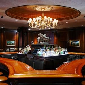 waldorf-astoria-new-york-holiday-bull-and-bear-steakhouse-bar