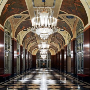 waldorf-astoria-new-york-holiday-silver-corridor