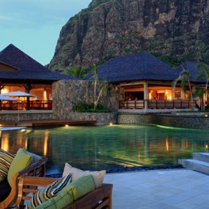 evening - lux le morne mauritius - luxury mauritius holiday packages