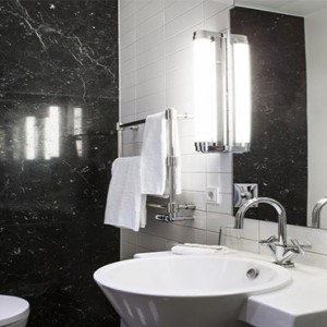 Hotel Borg by Keahotels - Luxury Iceland Holiday Packages - Single bathroom