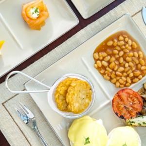 breakfast - sofitel dubai jumeirah beach - luxury dubai holidays