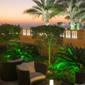 lounge - sofitel dubai jumeirah beach - luxury dubai holidays