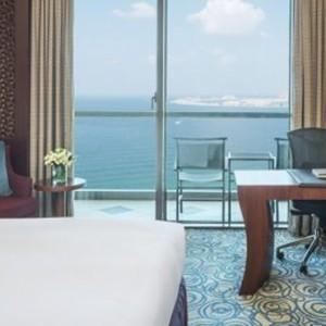 luxury club - sofitel dubai jumeirah beach - luxury dubai holidays