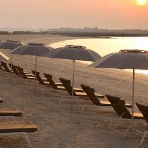 beach - yas viceroy abu dhabi - luxury abu dhabi holidays