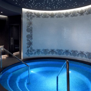 Palazzo Versace - Luxury Dubai Holiday packages - spa plunge pool