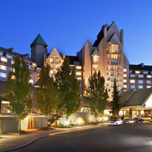 exterior - fairmont chateau whistler - luxury canada holiday packages