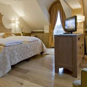 Junior Suite - grand hotel savoia - luxury italy holiday packages