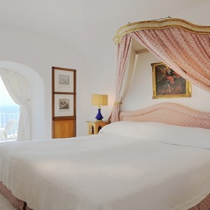 Le Sirenuse - Luxury Italy holiday Packages - Sea view bed