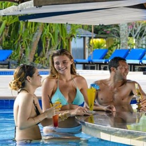 The Warwick Fiji - Fiji holiday packages - pool bar