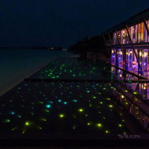 Luxury Maldives Holiday Packages Kuramathi Island Resort Maldives Laguna Bar 2