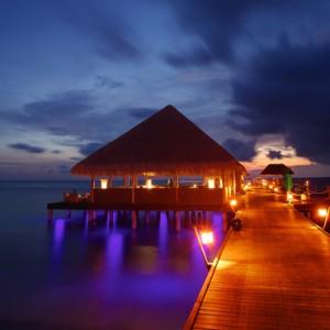 Luxury Maldives holiday packages - Kanuhura Maldives - jetty