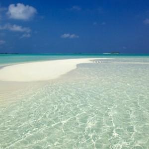 Luxury Maldives holiday packages - Kanuhura Maldives - sand bank