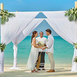 Luxury Maldives Holidays Fairmont Maldives Sirru Fen Fushi Wedding