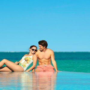 Luxury Maldives Holidays Fairmont Maldives Sirru Fen Fushi Couple At Infinity Pool