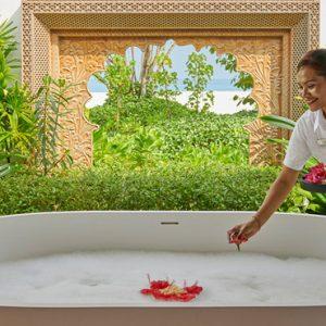 Luxury Maldives Holidays Fairmont Maldives Sirru Fen Fushi Spa Bath